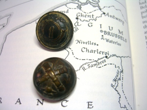 Two French military buttons ©booksandbuttons