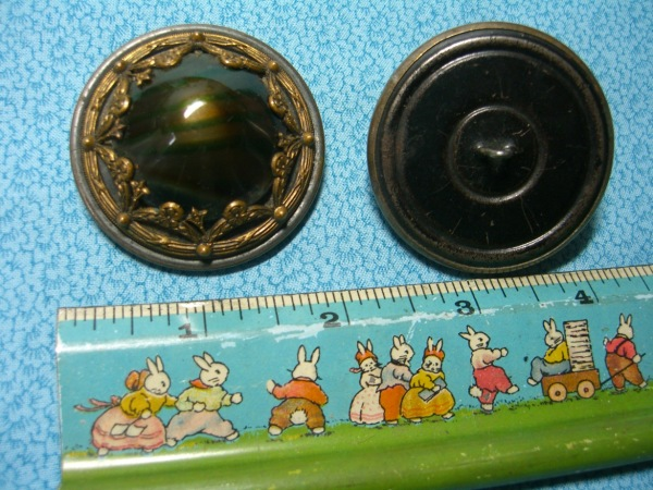 Large 2 inch metal buttons ©booksandbuttons