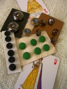 Old glass button sets©booksandbuttons