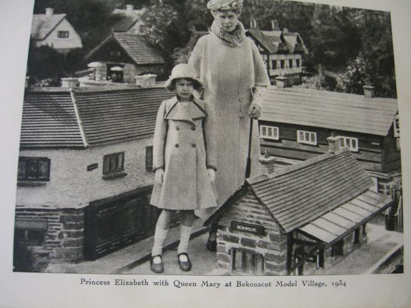 Queen  Mary and Princess Elizabeth 1934