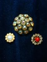 Glitzy buttons©booksandbuttons
