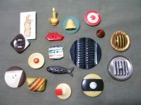 Celluloids, Bakelite, early plastics ©booksandbuttons