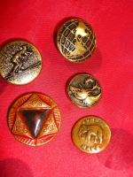 Old metal buttons ©booksansbuttons