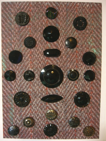 larger old black glass buttons ©booksandbuttons