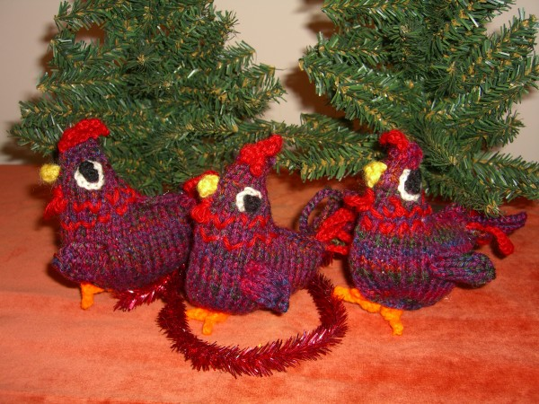 three French hens from The Twelve Knits of Christmas by Fiona Goble ©booksandbuttons