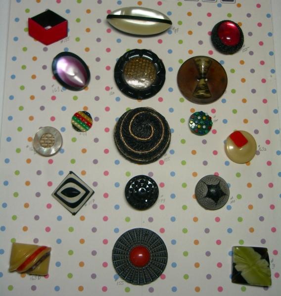 plastic buttons card ©booksandbuttons