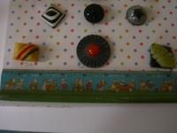 three plastic buttons ©booksandbuttons